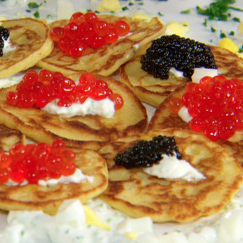 Make-Ahead Holiday Meals: Corn Cakes with Caviar and Traditional Garnishes