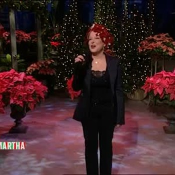 Bette Midler Sings a Holiday Song