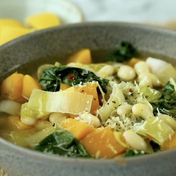 Watch: Slow-Cooker White-Bean Soup