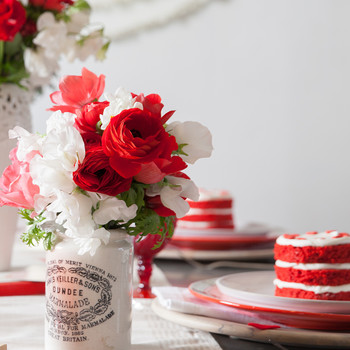 6 Ideas to Host a Galentine's Brunch Your Friends Will Love