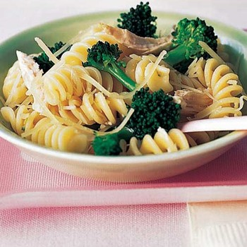 Fusilli With Broccoli and Chicken