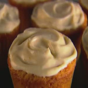 Cream Cheese Frosted Carrot Cupcakes
