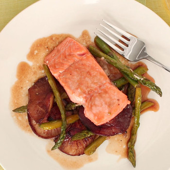 One Pan Broiled Salmon and Asparagus