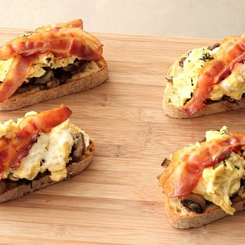 Bacon, Egg and Mushroom Breakfast Toast