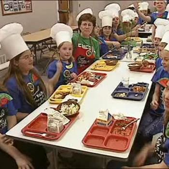 Emeril Serves Lunch to Grade School Kids
