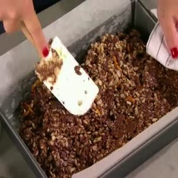 How to Make Chocolate Peanut Butter Bars