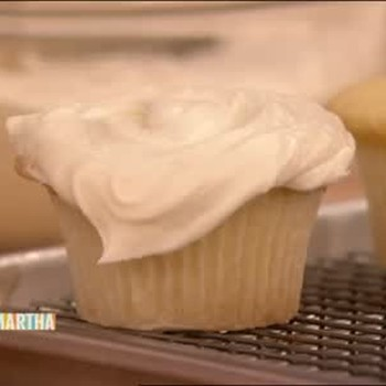 Vanilla Buttercream Frosting for Cupcakes