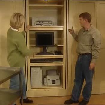为家庭办公室利用额外的壁橱空间