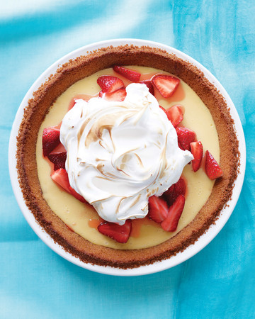 Strawberry-Lemonade Icebox Pie