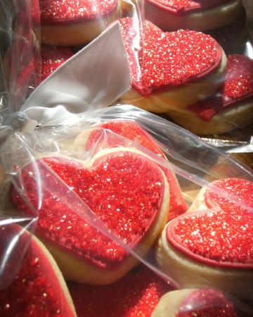 Vday treat ugc09 sparkly heart cookies xl
