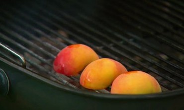 Tip: Grilled Peaches