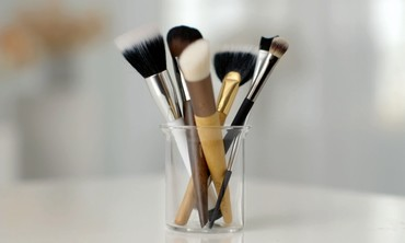 5 Basic Makeup Brushes
