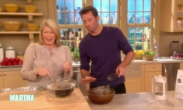 Hugh Jackman's Kitchen Blooper