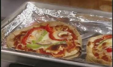 How to Make Pita Pizzas