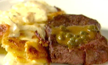 Steak with Potatoes Gratin