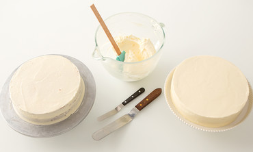 How to Frost A Cake With A Smooth Finish
