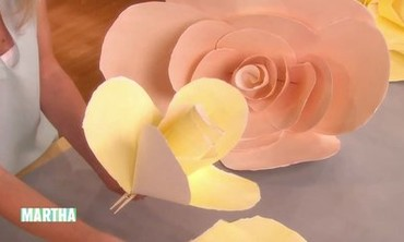 Oversize Paper Roses How-To
