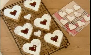 How to Make Linzer Heart Cookie