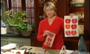 How to Decorate Bags with Apples