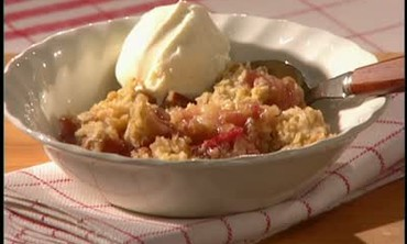 How to Make Simple Rhubarb Crisp