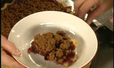 How to Make Blueberry Crumble Pie