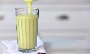 Avocado-Vanilla Pear Juice Smoothie