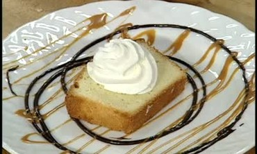 Caramelized Pecan Praline Pound Cake