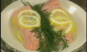 How to Steam Lemon Salmon on a Plate