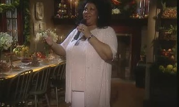 Aretha Franklin Performs Silent Night