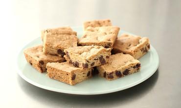 Chocolate-Chunk Cherry Blondie Recipe