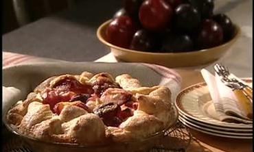 How to Make a Quick and Easy Plum Pie