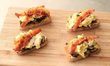 Bacon, Egg and Mushroom Breakfast Toast