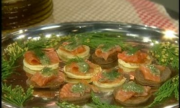 How to Make Blinis Topped with Gravlax
