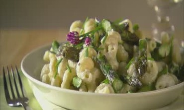 Creamy Goat Cheese Pasta with Asparagus