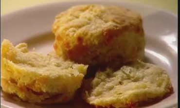 How to Bake Cheddar Biscuits for Dinner