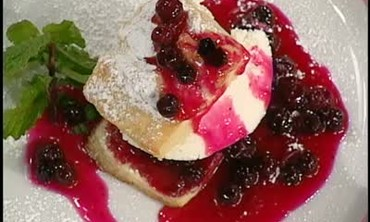 Cheesecake Ice Cream with Blueberry Sauce