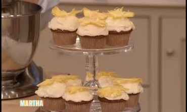 Hummingbird Cupcakes with Pineapple Garnish