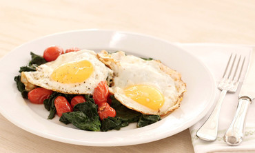 Quickly-Cooked Eggs with Spinach and Tomatoes
