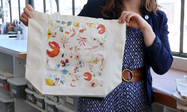 How to Personalize a Tote Bag for Mother's Day