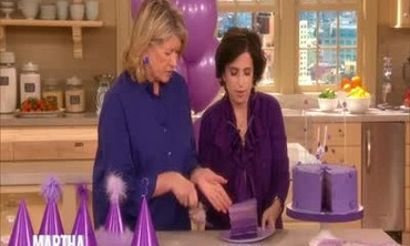 How to Plan a Purple Party with a Purple Cake