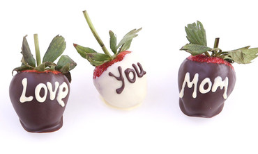 Chocolate-Covered Strawberries for Mother's Day