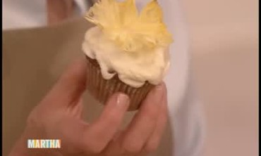 Cupcakes with Cream Cheese Icing and Pineapple