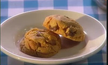 How To Bake Flourless Peanut Chocolate Cookies