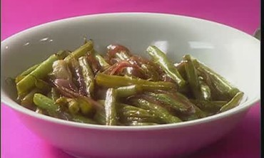 How to Make Sauteed Green Beans and Red Onions