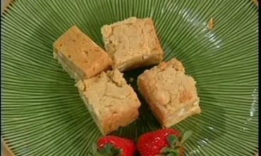 Mr. Lou's White Chocolate Macadamia Nut Blondies