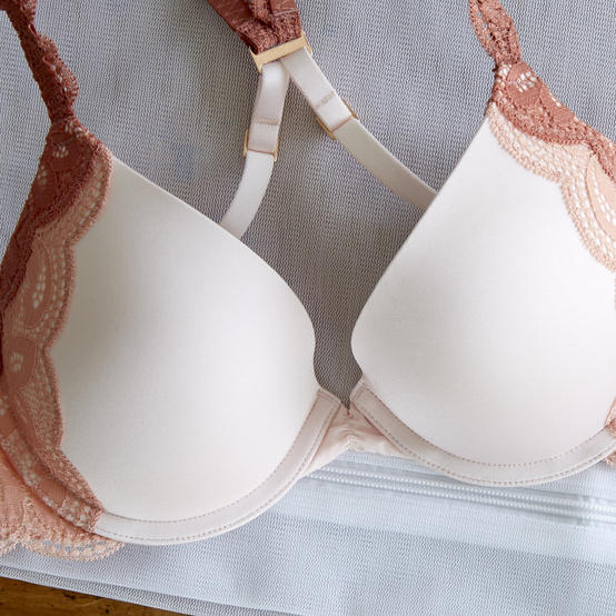 Bra with mesh bag