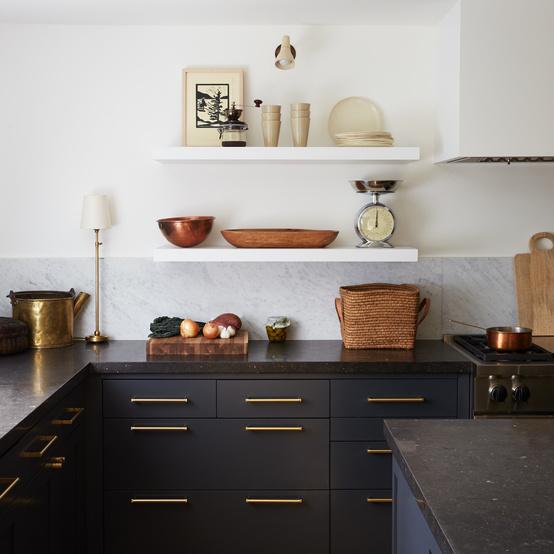 黑色的厨房