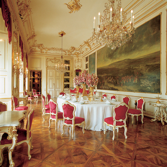 royal dinner table setting