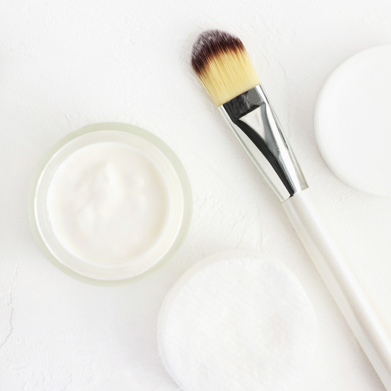 make up brush and makeup in container