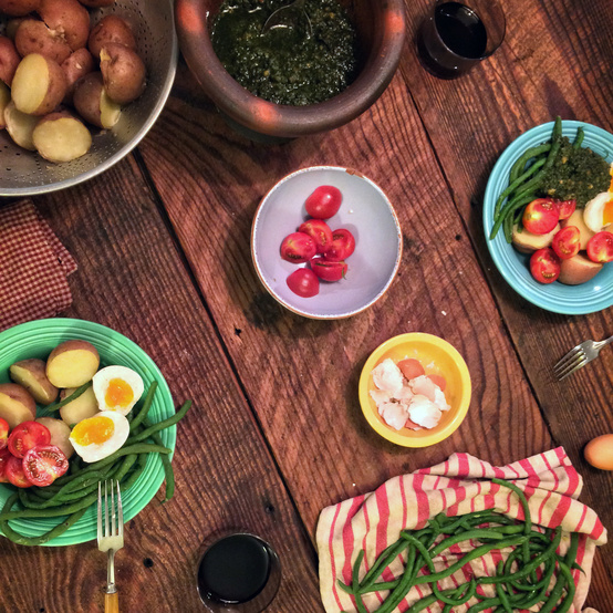 ten mothers farm table of vegetables